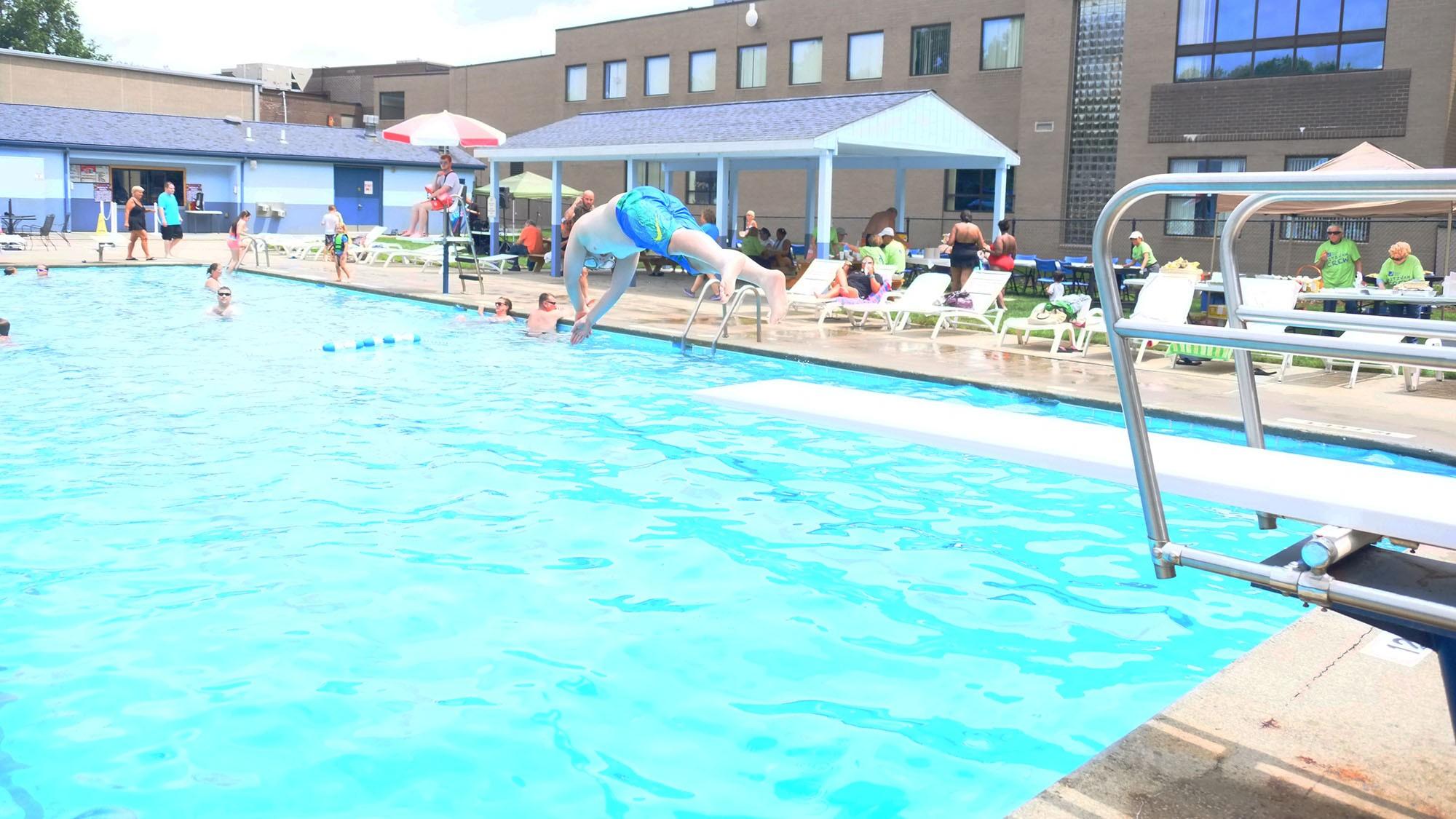 outdoor pool10.JPG