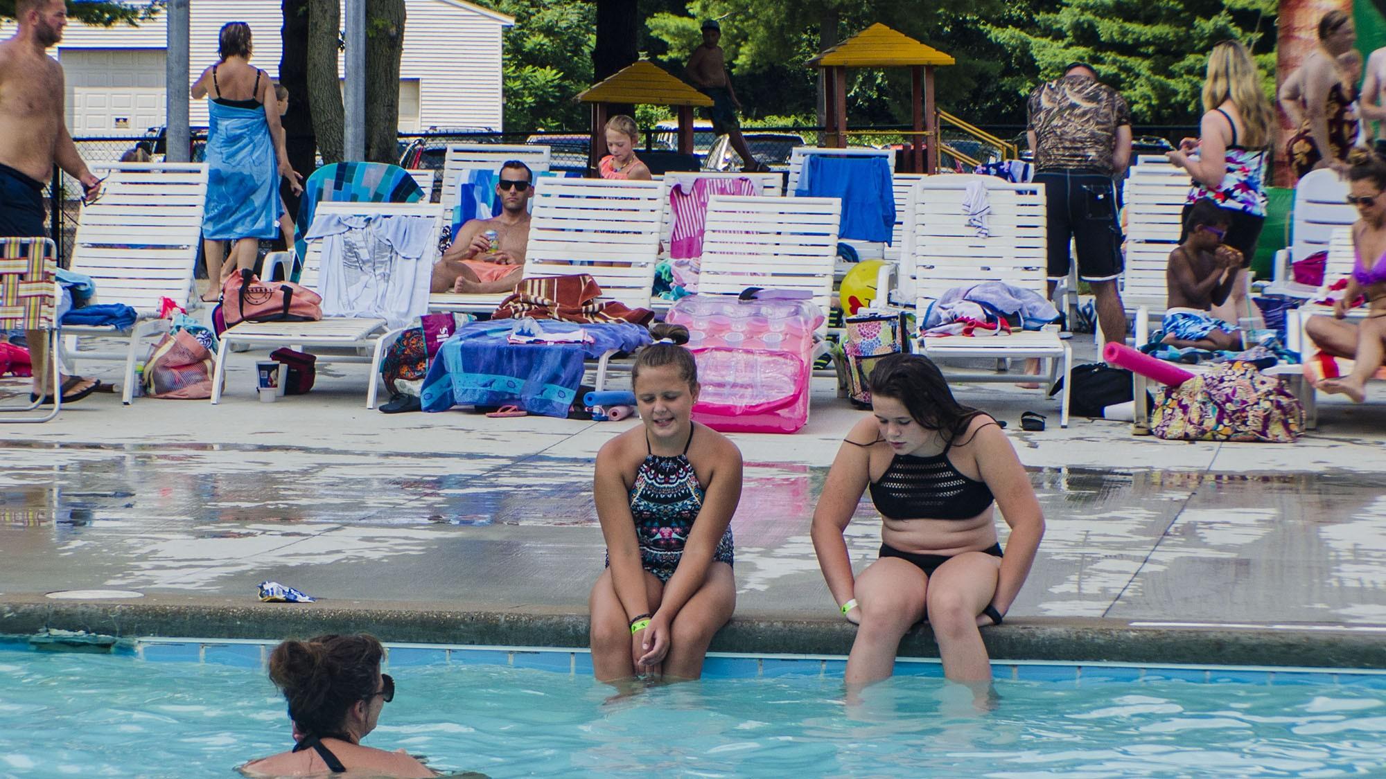outdoor pool3.jpg