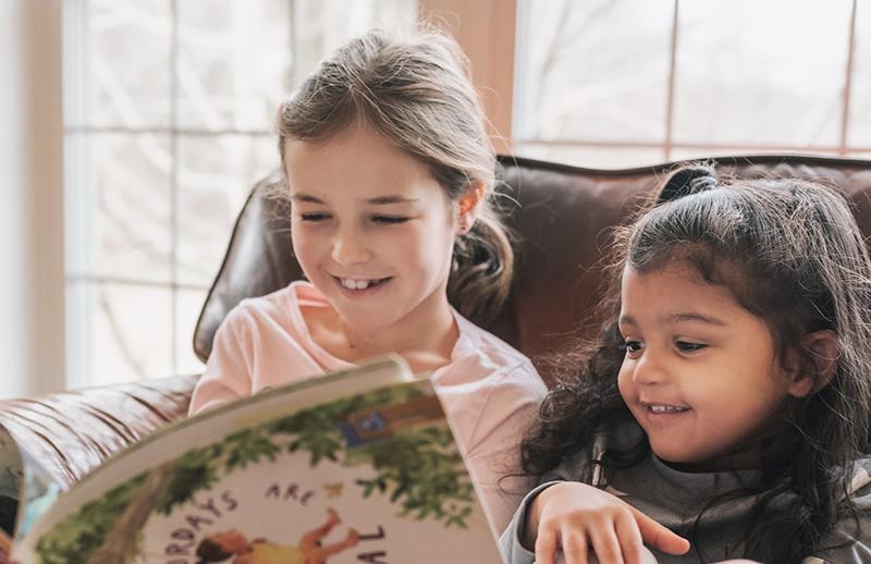 2 children reading a book