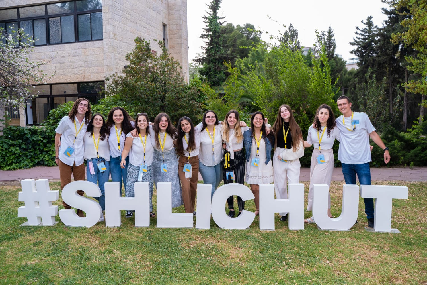 Shinshinim participants standing together in front of #shlichut